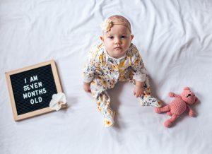 Sự phát triển của bé 7 tháng tuổi, những điều mẹ yêu cần biết