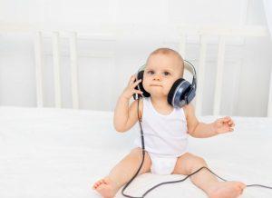 Sự phát triển của trẻ 8 tháng tuổi, những điều bố mẹ nên biết