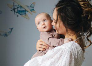 Mẹ phải làm gì khi trẻ 1 tháng bị nghẹt mũi?