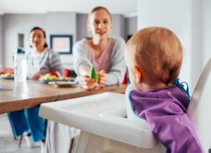 Trẻ 1 tuổi ăn dặm như thế nào? Mẹ cần biết điều này!