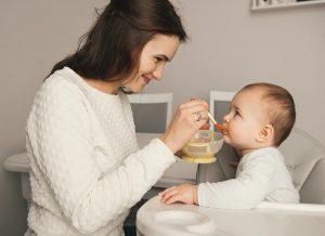 Trẻ ăn dặm 6 tháng cần bổ sung vitamin gì để giúp con khỏe mạnh?