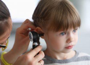 Trẻ bị viêm tai giữa nguyên nhân và cách chữa trị