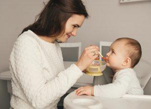 Trẻ biếng ăn phải làm sao? Mách mẹ 8 bí quyết giúp trẻ hết biếng ăn