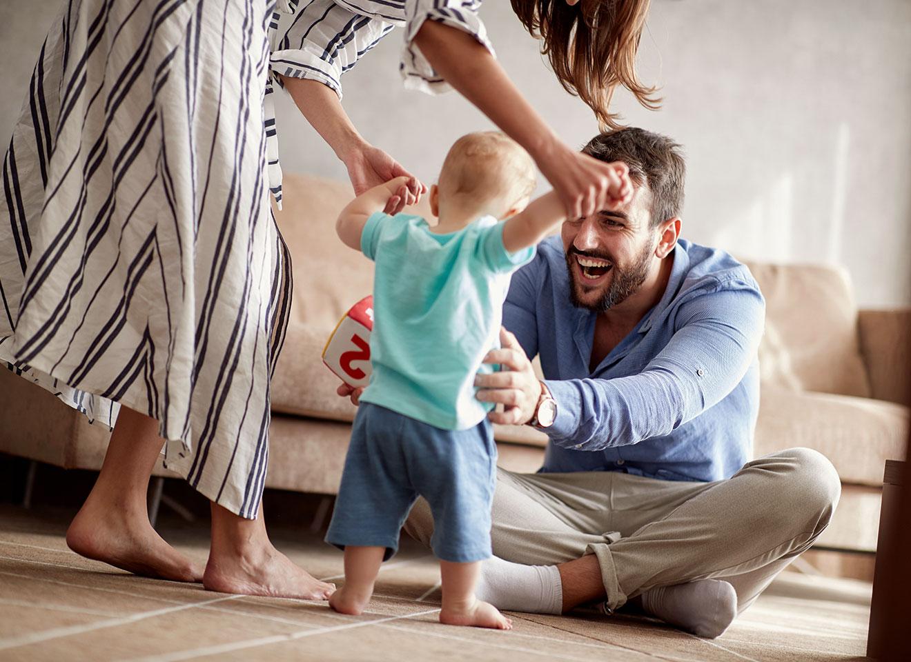 [Giải đáp] Trẻ mấy tháng biết đi? Làm sao để hỗ trợ bé tập đi?