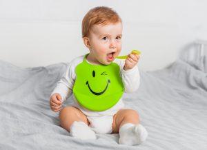 Bí kíp khắc phục vấn đề trẻ nôn trớ khi ăn dặm