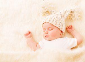 Trẻ sơ sinh hay vặn mình và những dấu hiệu khó ngủ khác ở trẻ