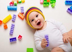 Trò chơi cho bé 7 tháng tuổi phát triển thông minh