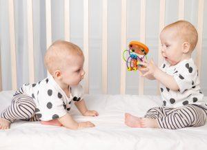 Trò chơi cho bé 8 tháng tuổi – 7 trò mẹ không nên bỏ qua