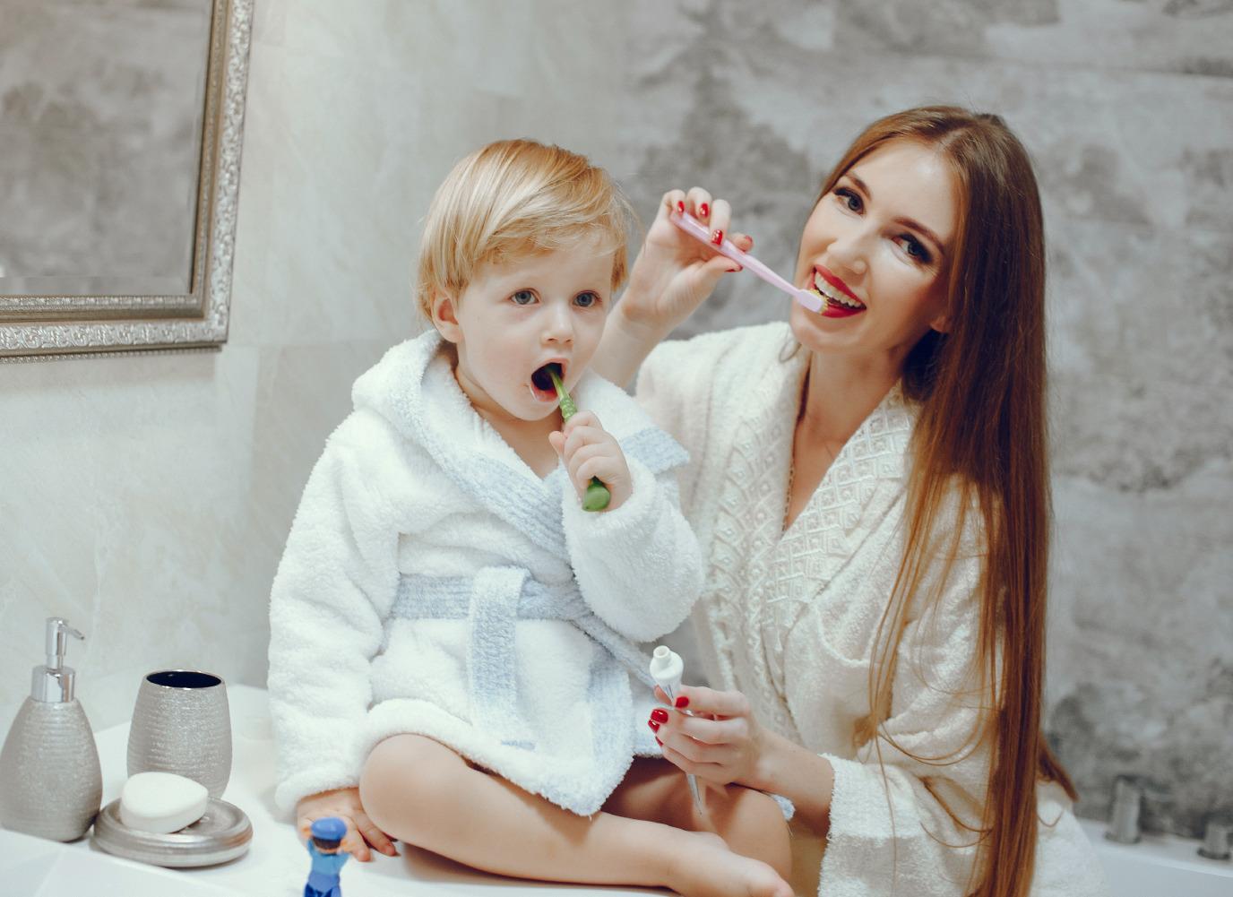 Mách nhỏ Mẹ bí quyết vệ sinh răng cho bé 2 tuổi