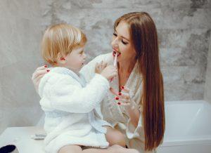 Hướng dẫn vệ sinh răng cho bé mới mọc răng