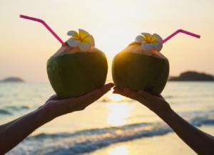 Mẹ lưu ý: Bầu mấy tháng được uống nước dừa?
