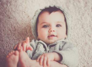 Bé 8 tháng chưa biết bò: Ba mẹ có nên lo lắng hay không?