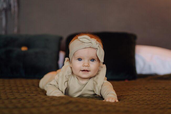 bé 8 tháng chưa biết bò