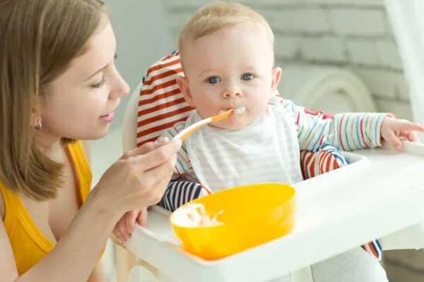 Bé ăn bột bị nổi mẩn đỏ – Mách mẹ cách xử trí khoa học