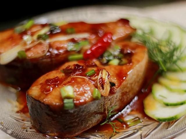 Cá ngừ kho chua