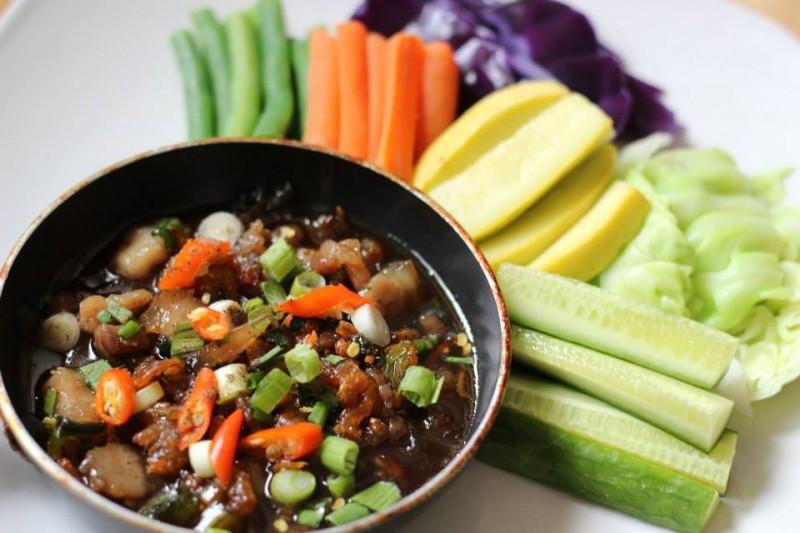 Mọi người thường gọi rau củ thập cẩm để ăn kèm với thịt kho quẹt