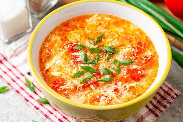 Nấu canh cà chua trứng
