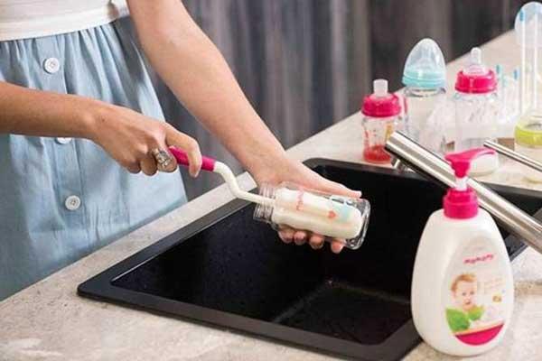 Bí quyết rửa bình sữa sạch và tiện lợi của mẹ thông thái