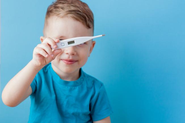 Cần lưu ý điều gì khi bé 1 tuổi bị sốt?