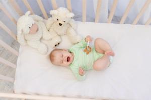 Trẻ 1 tuổi khóc đêm – Bình tĩnh làm theo những cách sau mẹ nhé!