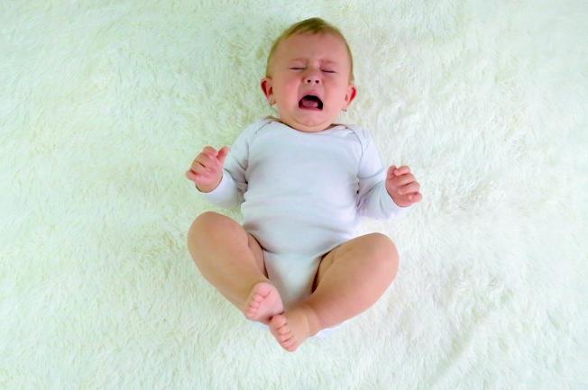 Trẻ 1 tuổi khóc đêm do yếu tố tinh thần