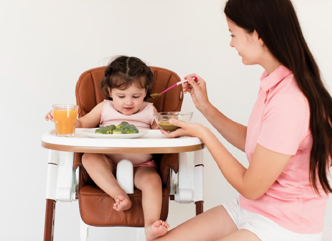 Trẻ 10 tháng biếng ăn: Mẹ phải làm sao?