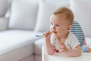 Trẻ 18 tháng biếng ăn – mẹ cần làm ngay những điều sau