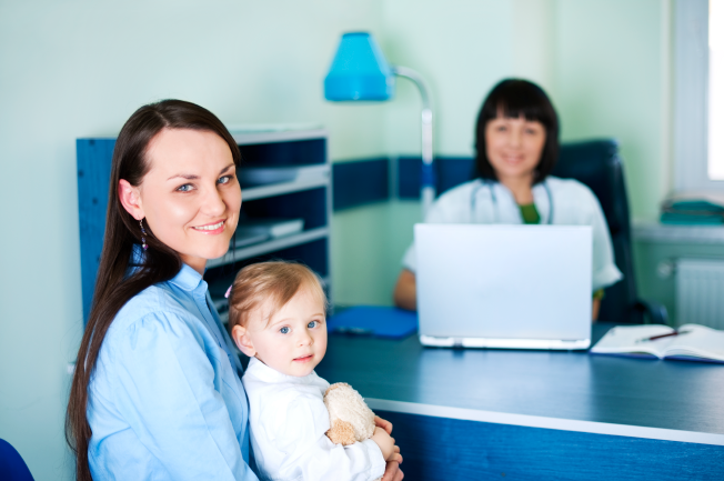 Khi nào cần đưa trẻ 2 tuổi bị nôn liên tục đến bác sĩ?