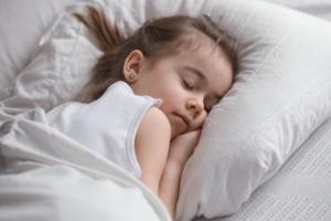 Cùng mẹ chia sẻ kinh nghiệm khi trẻ 2 tuổi hay khóc đêm