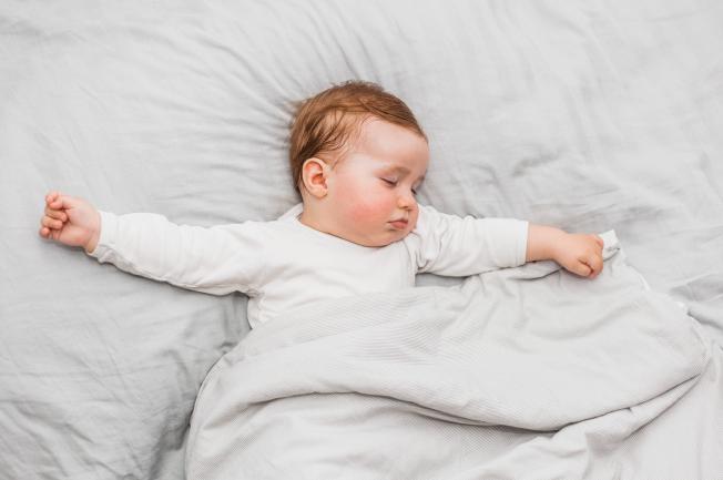 Bé 2 tuổi hay khóc đêm do bị rối loạn tiêu hóa