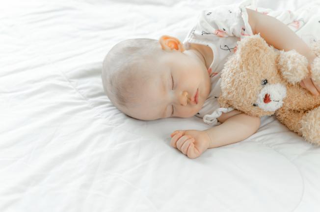 Trẻ 2 tuổi quấy khóc đêm do có vấn đề về thần kinh