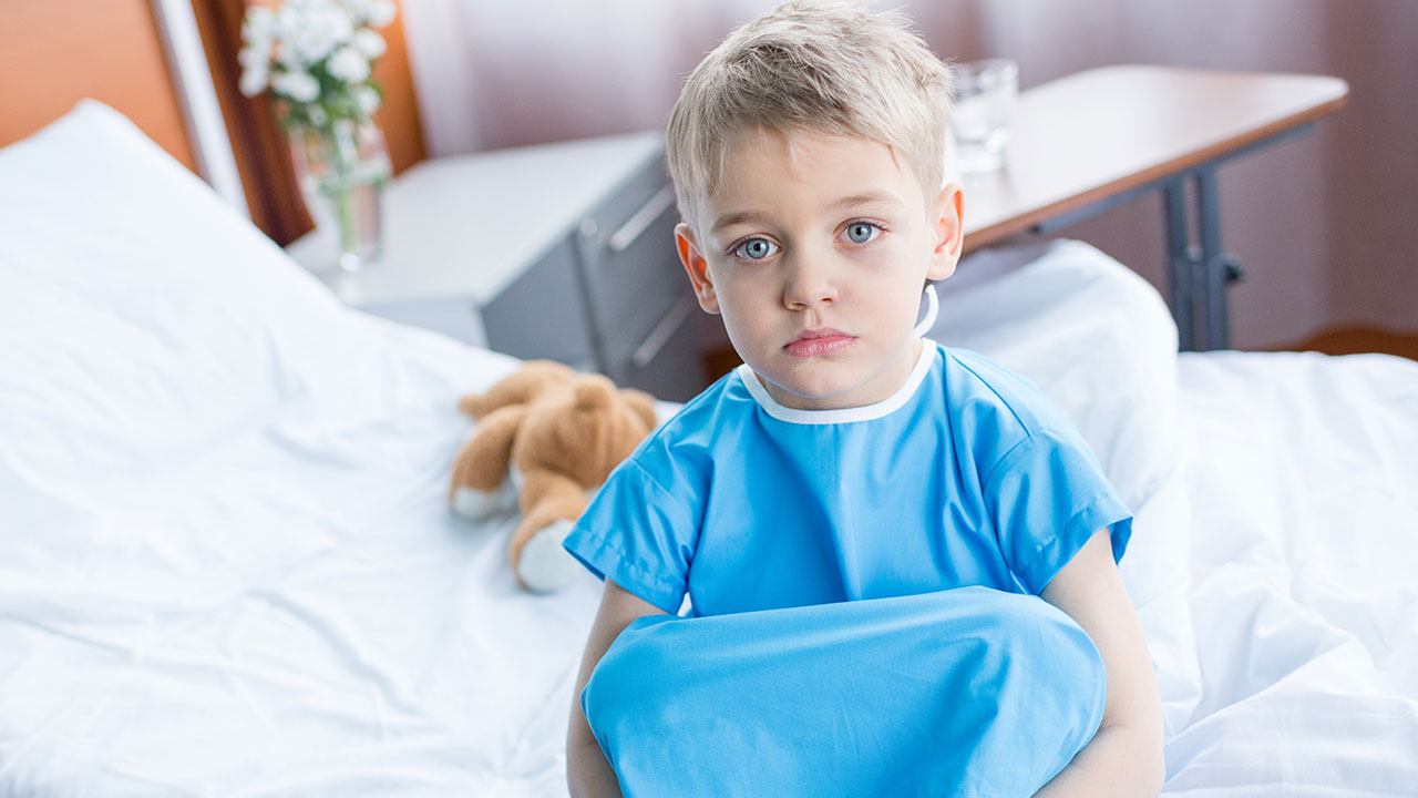 Khi bé có các biểu hiện nghiêm trọng, mẹ nên đưa bé đến bệnh viện