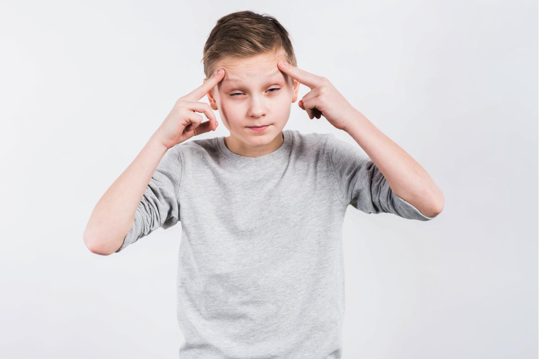 Trẻ 4 tuổi hay kêu đau đầu – do nguyên nhân nào, có nguy hiểm không?