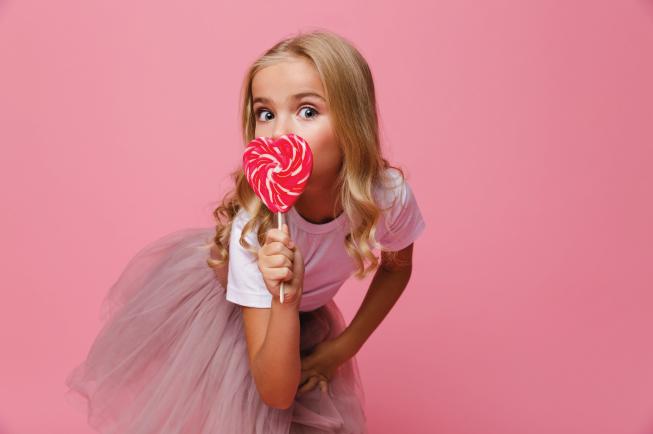Đồ ăn ngọt dễ kích thích hệ thần kinh của bé, làm bé khó chìm vào giấc ngủ