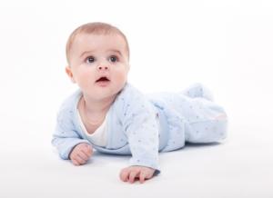 Giải mã: Trẻ 5 tháng chưa biết lẫy có đáng lo ngại?
