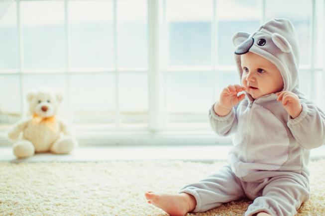 trẻ 8 tháng chưa biết ngồi