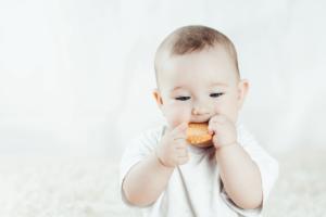 Trẻ 8 tháng chưa mọc răng, mẹ cần lo lắng?