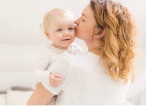 Trẻ 9 tháng chưa biết ngồi, mẹ có nên quá lo lắng?