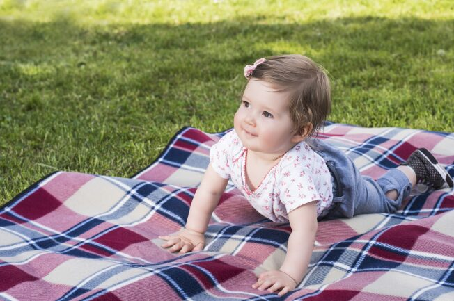 trẻ 9 tháng chưa biết ngồi