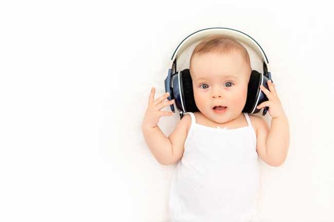 m nhạc cũng là một yếu tố giúp kích thích thính giác ở trẻ