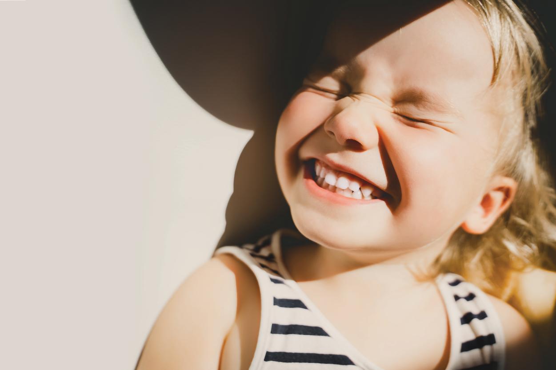 Bé 2 tuổi hay nheo mắt: Dấu hiệu của bệnh gì – Chuyên Gia
