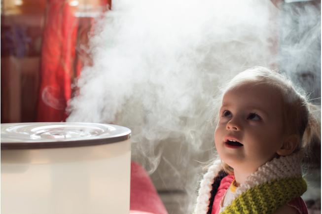 Xông hơi cho bé là một trong những cách hạ sốt nhanh cho trẻ tại nhà khá đơn giản được nhiều mẹ chia sẻ