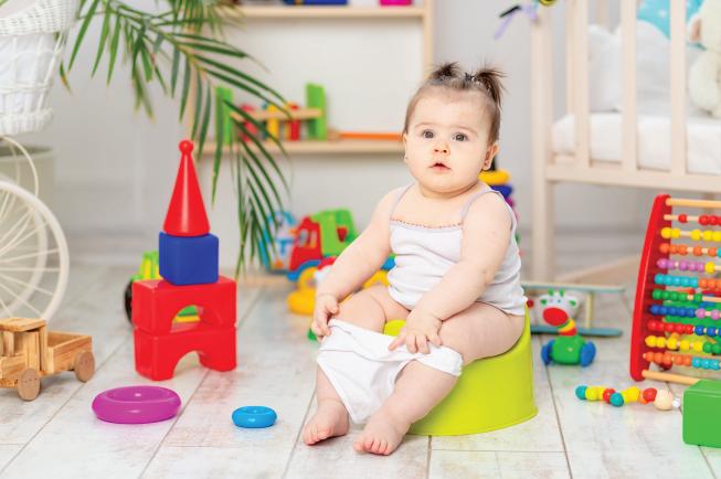 Nếu mẹ đã thay đổi chế độ ăn uống, vận động của trẻ mà táo bón vẫn không có dấu hiệu thuyên giảm thì nên cân nhắc sử dụng thuốc điều trị