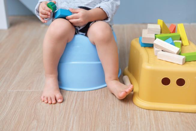 Táo bón ở trẻ nhỏ là trường hợp thường gặp, bố mẹ không cần quá lo lắng