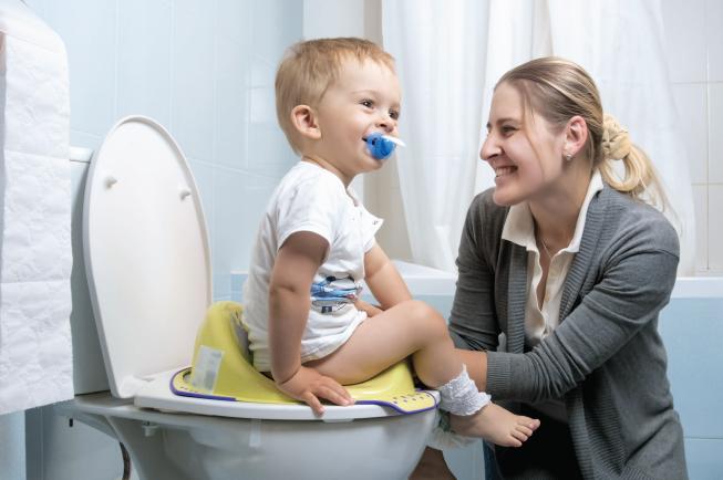 Điều chỉnh hành vi và tâm lý sẽ giúp các bé hạn chế việc táo bón tái phát