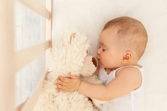 Bé trên 2 tháng tuổi vẫn ngủ ngon mà không nhất thiết phải quấn khăn