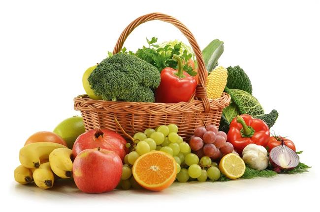 Bổ sung vitamin từ rau xanh và hoa quả cho bé