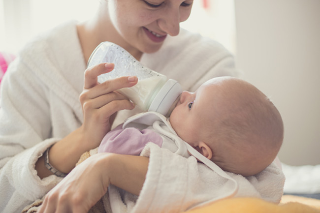 Bú bình sẽ giảm cảm giác gắn kết giữa mẹ và bé