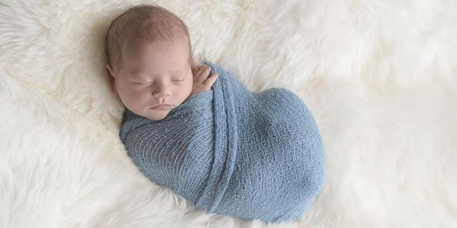 Khăn quấn có chất liệu mềm mại, co giãn tốt giúp bé thoải mái, ngủ ngon