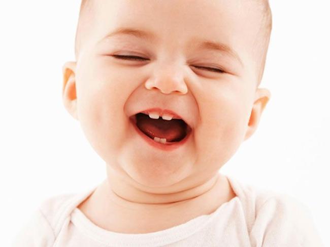 Khi mọc răng bé sẽ bị đau lợi nên lười bú hơn